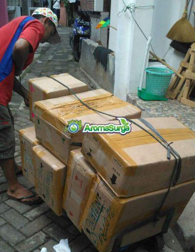 a testi 2 bersiap mengirimkan stok ke agen di seluruh Nusantara